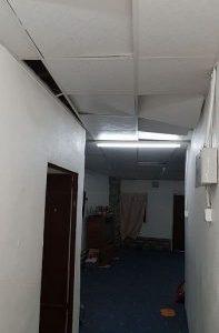 سقوط مقذوف حوثي على مسجد ومنزل مواطن بعسير.. و«الدفاع المدني» يباشر الحادث (صور)